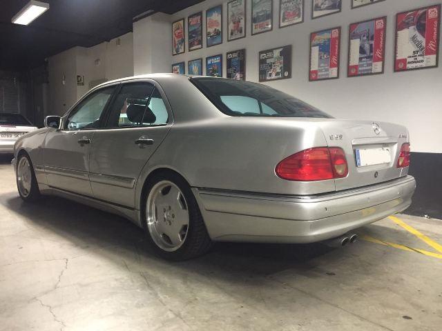 p0018 Mercedes clase E plata 2000 tras
