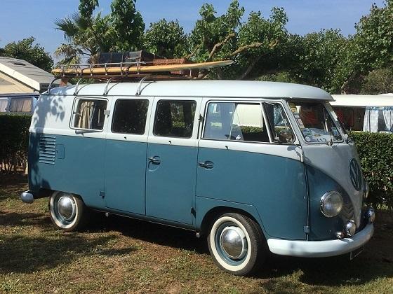 Alquiler 10106 Volkswagen T1 gris azulada y blanca lateral