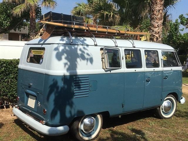 Alquiler 10106 Volkswagen T1 gris azulada y blanca trasero