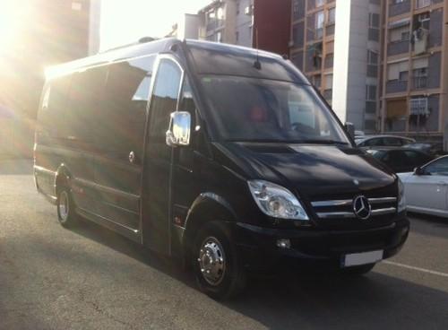 P0011 Alquiler  Mercedes-Benz minibus