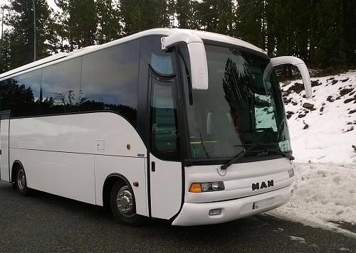 P0011 Alquiler autobus MAN pax 37 blanco front