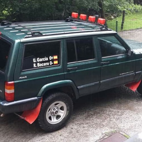 10601 Alquiler Jeep Cherokee XJ Limited color verde