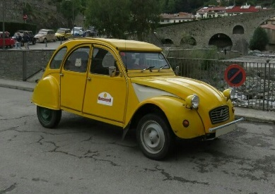 10604 Alquiler citroen 2 cv color amarillo
