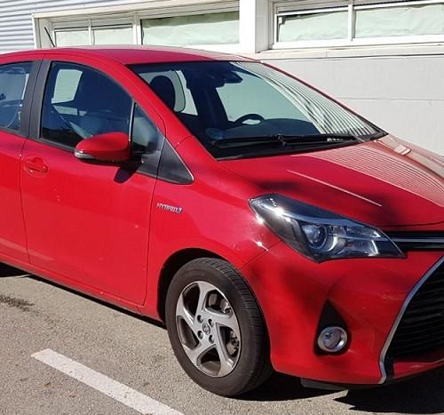 10615 Alquiler Toyota Yaris Rojo