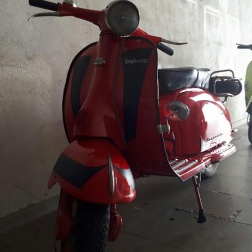 P0044 Alquiler Lambreta frontal rojo