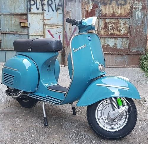 10570 Vespa 160 1972 azul lateral