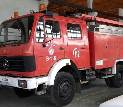 P0013 Alquiler camion bombero rojo frontal For rent Prop Action Picture Vehicles in Spain España Barcelona Madrid