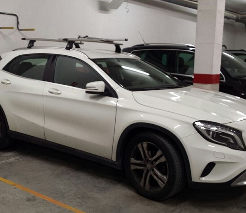 P0044 Alquiler Mercedes GLA blanco lateral