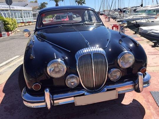 P0057 Alquiler Daimler V8 front