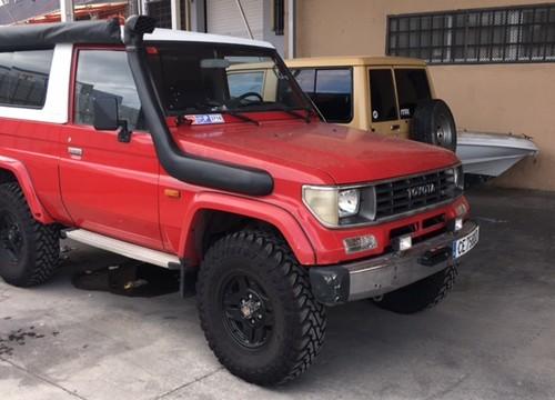 10630 Alquiler Toyota Land Cruser rojo