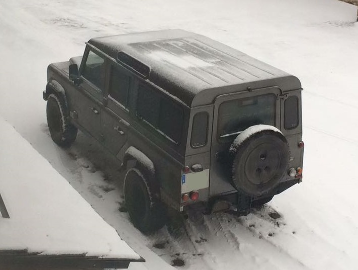 10639 Land Rover Defender gris