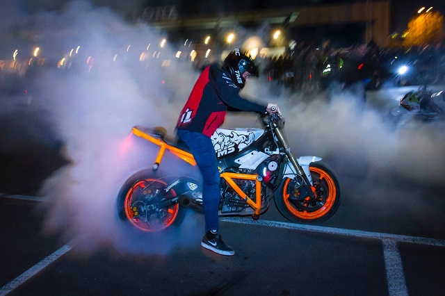 TMS Tyreaction motor show en ace cafe barcelona espectaculo motor burnout carlos balboa