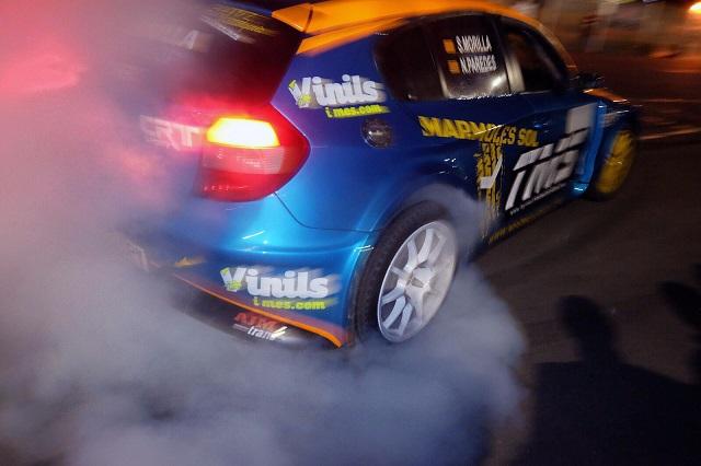TMS Tyreaction motor show en ace cafe barcelona espectaculo motor burnout humo