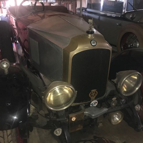 10648.3 Alquiler Vauxhall 1923 rojo y gris frontal lat