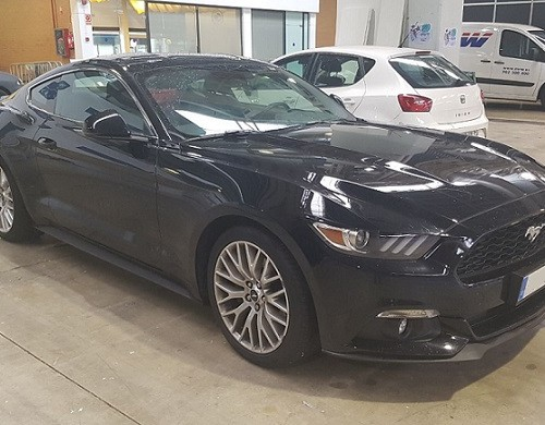 10658 Alquiler Ford Mustang GT negro