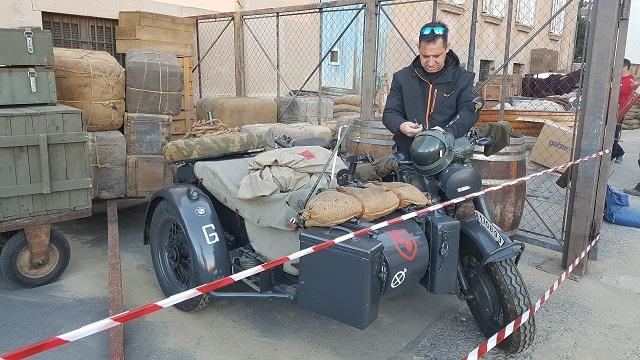 making of vehículos de escena rodaje picasso genius alquiler coches de epoca historicos  para peliculas tyreaction bmw sidecar militar nazi segunda guerra mundial