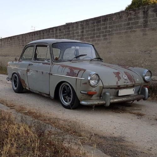 P0044 alquiler Volkswagen  notchback 1965 gris