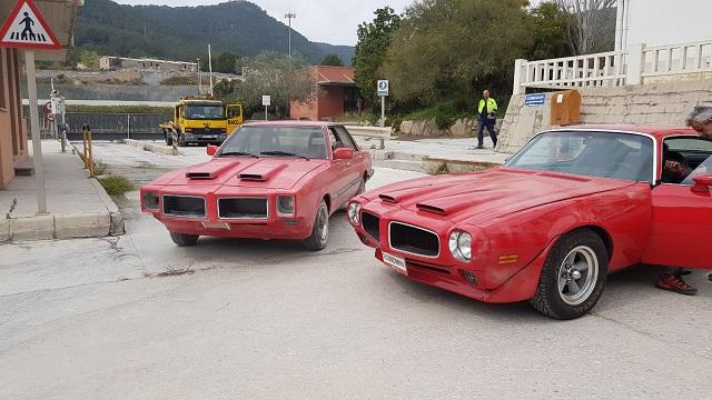 fabricacion ficticios en coches peliculas cine anuncios doble pontiac tyreaction