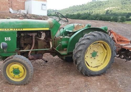 10684.7 Tractor verde