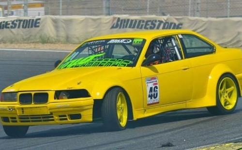 p0055  tyreaction alquiler bmw serie 3 drift coche carreras peliculas amarillo