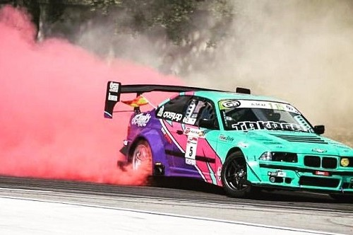 p0055  tyreaction alquiler bmw serie 3 drift coche carreras peliculas verde