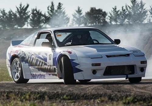 p0055  tyreaction alquiler drift coche carreras peliculas blanco