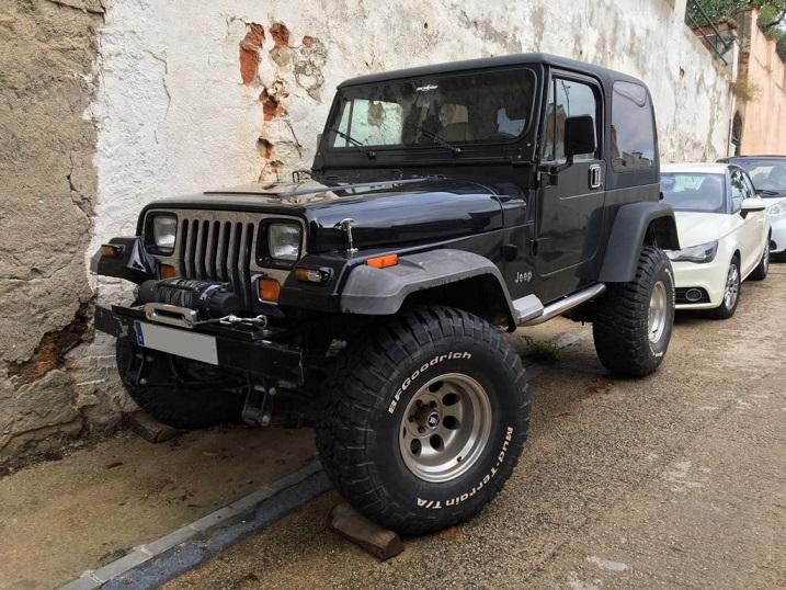 10693 Jeep Wrangler negro frontal