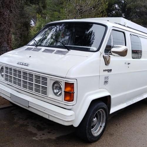 10701 Alquiler Dodge Ram blanca