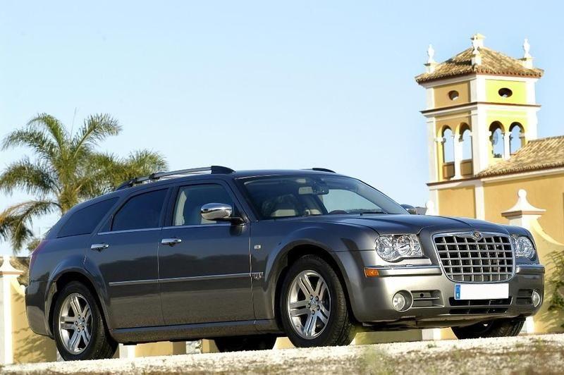 P0035 Alquiler Chrysler 300C 2008 gris