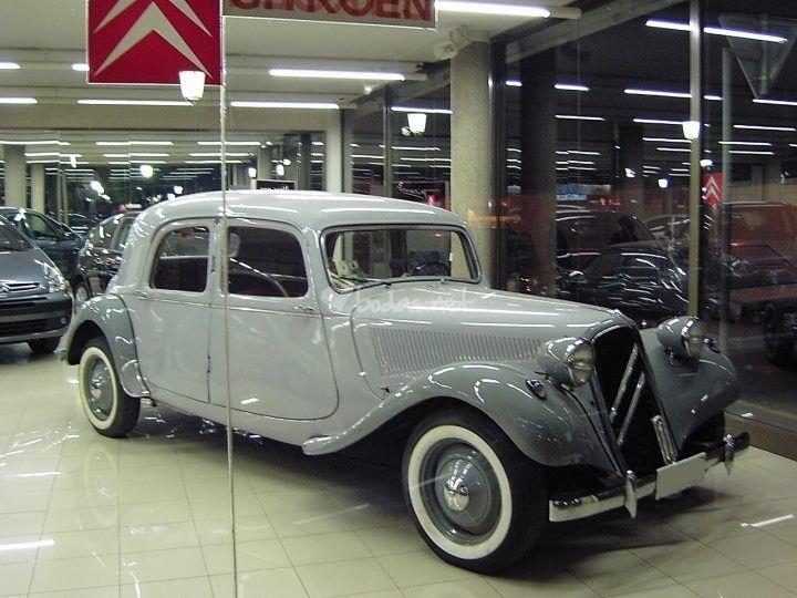 P0035 Alquiler Citroen 11 bl 1947 gris