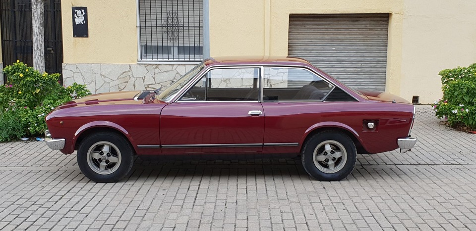 P0035 Alquiler Fiat 124 sport 1971 lateral