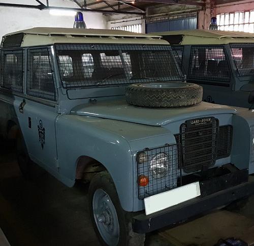 P0035 Alquiler Land Rover policia armada 1970 gris