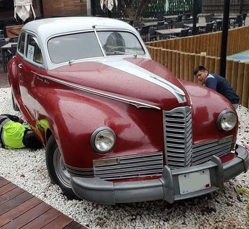 P0035 Packard 1947 rojo blanco