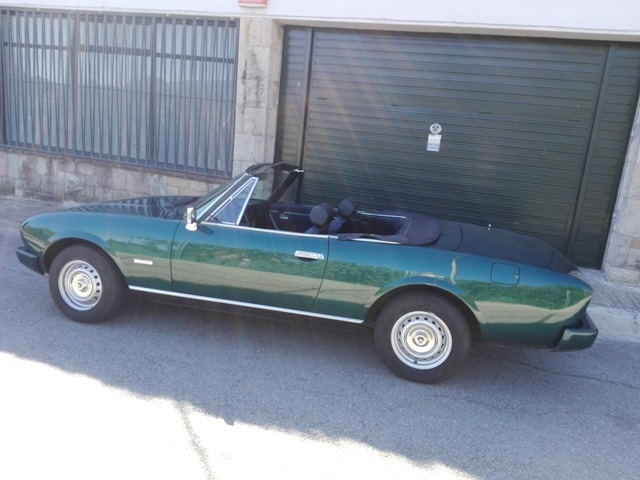 P0057 Alquiler Peugeot 504 1970 verde lateral