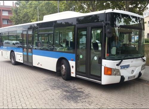 P0071-Bus-urbano-blanco-y-azul-lat