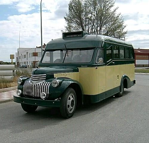 PA0004 Alquiler Chevrolet 1947 amarillo verde