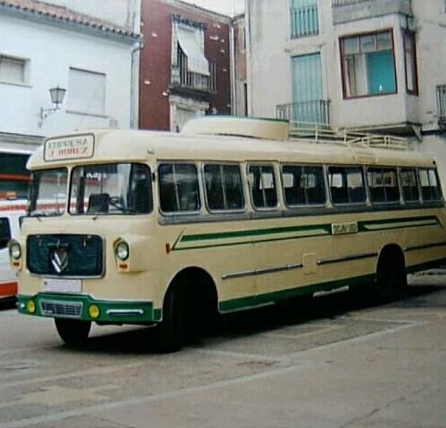 PA0004 Alquiler Leyland 1953 crema verde