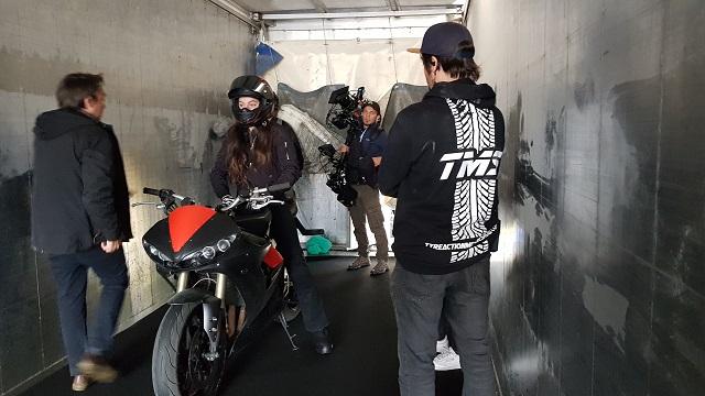 tyreaction videoclip rosalia malamente como se hizo vehiculos de escena especialistas de cine alquiler yamaha r6 10