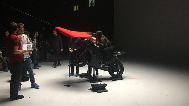 tyreaction videoclip rosalia malamente como se hizo vehiculos de escena especialistas de cine fx wheelie caballito stunt alquiler yamaha r6 7