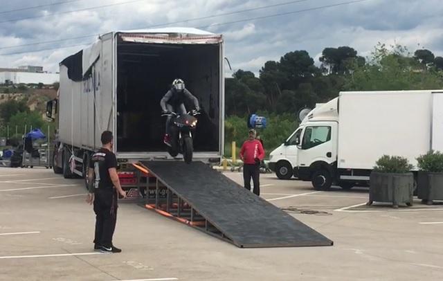 tyreaction videoclip rosalia malamente como se hizo vehiculos de escena salto con moto freestyle especialistas de cine alquiler yamaha r6 2