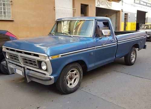 p0014 alquiler pickup americana ford f100 azul front tyreaction vehiculos de escena