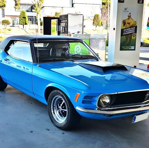p0014 tyreaction alquiler ford mustang 70s muscle car americano azul front