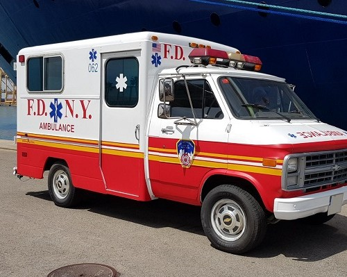 p0014 tyreaction alquiler furgon ambulancia americana new york ambulance rent paliculas de cine vehiculos de escena barcelona chevrolet chevy