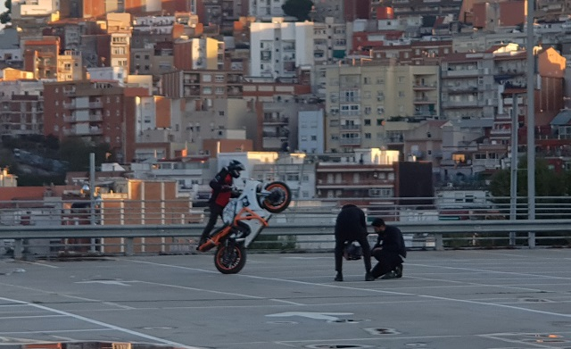 tyreaction making of  video primavera sound especialistas cine barcelona stunt moto caballito 2
