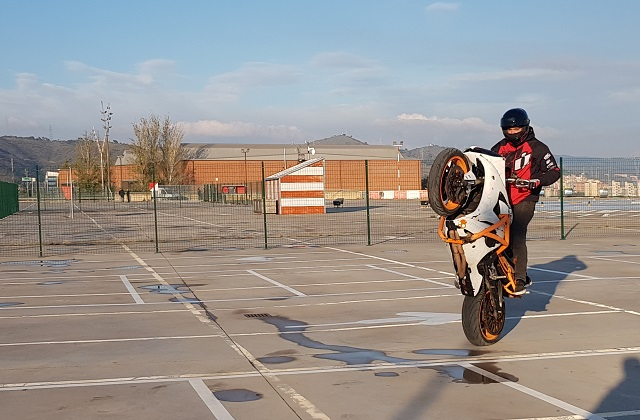 tyreaction making of  video primavera sound especialistas cine barcelona stunt moto caballito 6