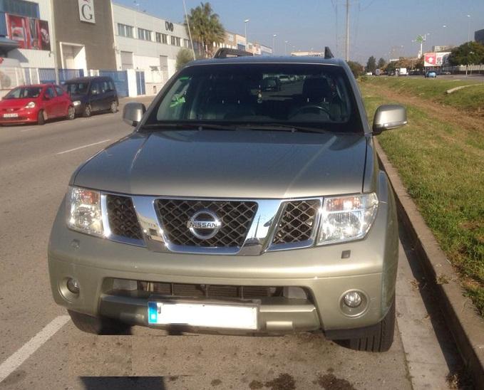 10723 Alquiler Nissan Pathfinder dorado