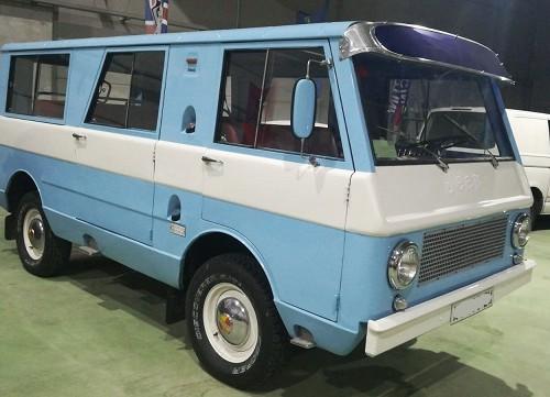 p0179 alquiler furgoneta clasica jeep azul front