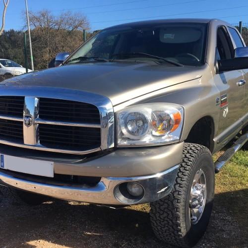00002 Alquiler Dodge Ram dorado