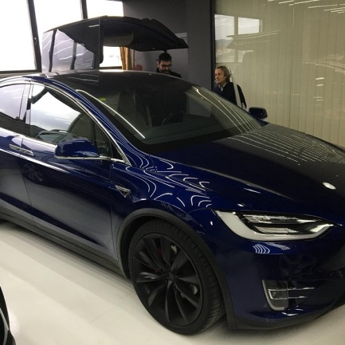 10725 Alquiler Tesla X azul