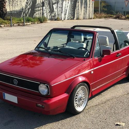 10730 Volkswagen Golf cabrio rojo
